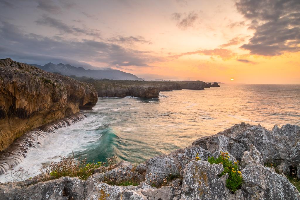 Sonnenuntergang an der Atlantikküste in Nordspanien