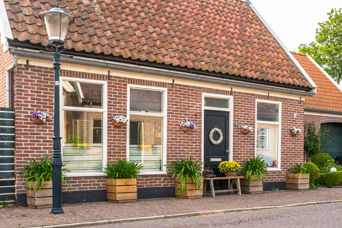 Schöne Häuserfassade eines Backsteinhauses