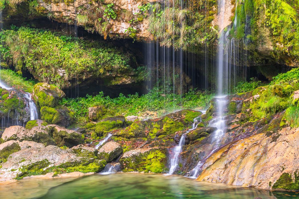 Naturwasserfall im Soca Tal in Slowenien